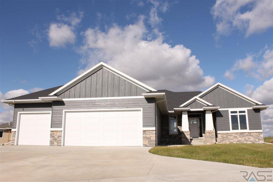 2711 Little Oak Cir, Sioux Falls, SD 57108