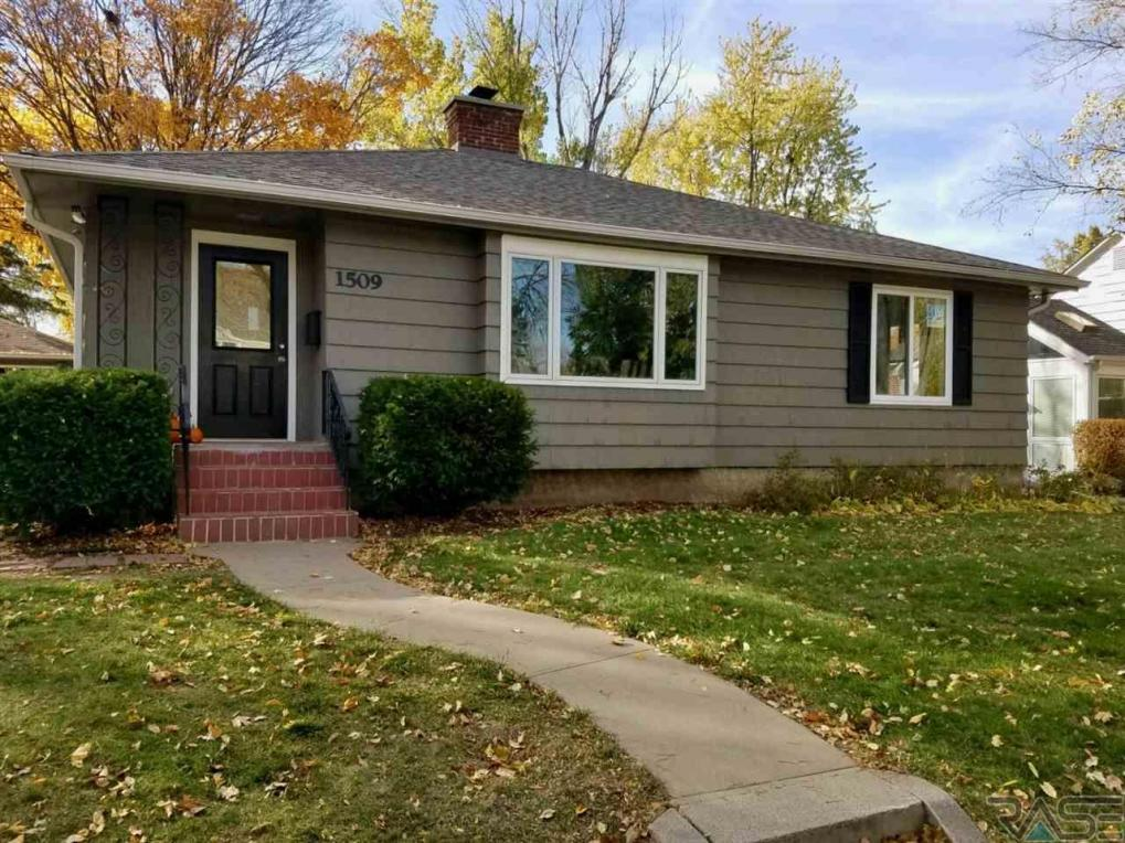 1509 S Hawthorne Ave, Sioux Falls, SD 57105