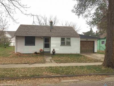 Photo of 276 E 3rd St, Parker, SD 57053