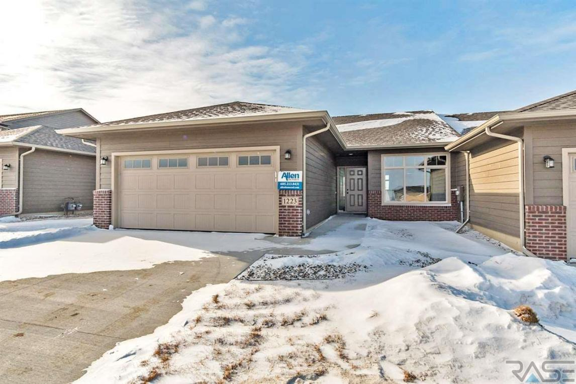 1223 S President Ct, Sioux Falls, SD 57106