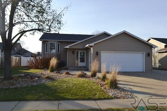 2217 S Larch Ave, Sioux Falls, SD 57106