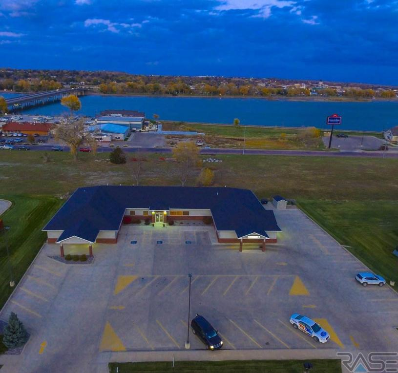 202 Island Dr, Fort Pierre, SD 57532