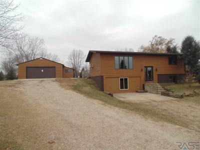 Photo of 46465 Country Ln, Hartford, SD 57033