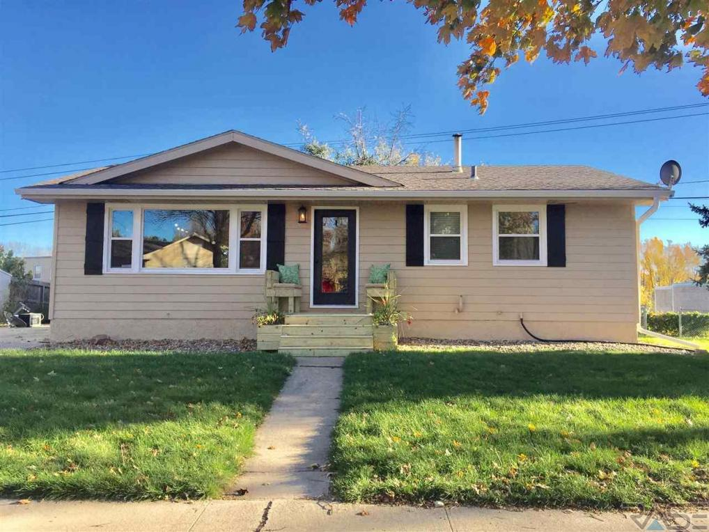 701 E Pam Rd, Sioux Falls, SD 57105