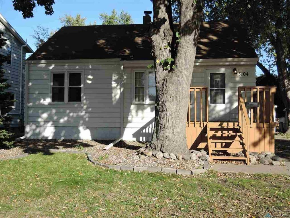 3104 S Walts Ave, Sioux Falls, SD 57105