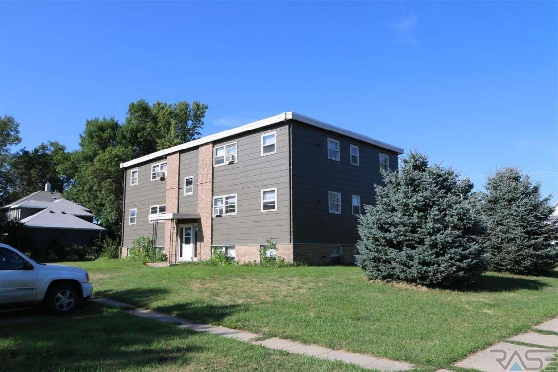 349 Center Ave, Garretson, SD 57030