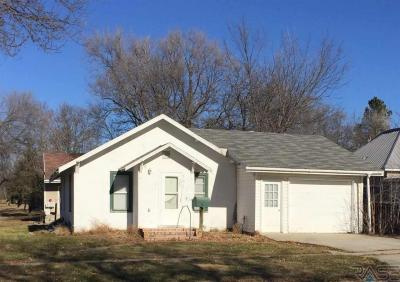Photo of 302 8th St, Gregory, SD 57533