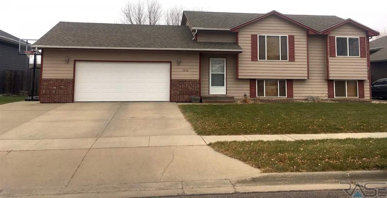 5608 S John Ave, Sioux Falls, SD 57106