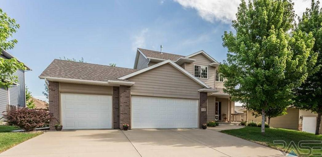 1008 W Eagle Ridge Cir, Sioux Falls, SD 57108
