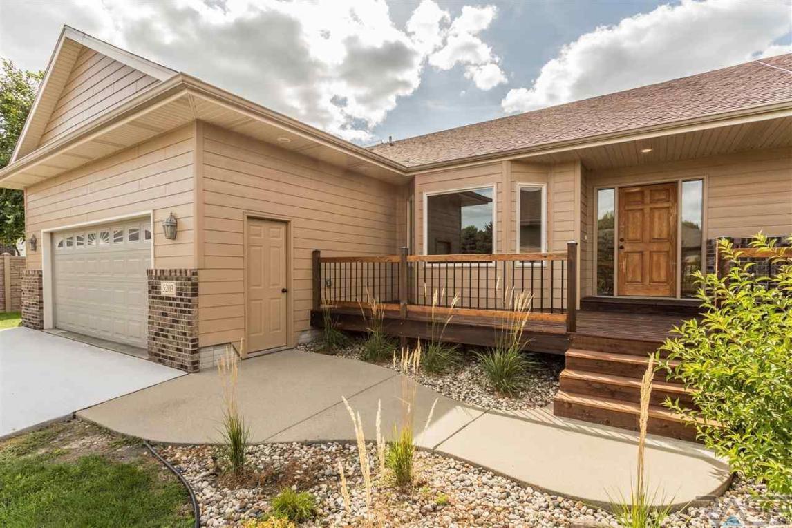 5203 S Summerfield Pl, Sioux Falls, SD 57108