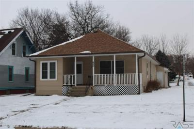 Photo of 420 NE 6th St, Madison, SD 57042