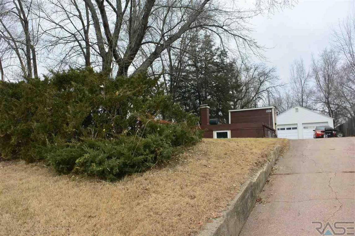 1304 E Bennett St, Sioux Falls, SD 57103