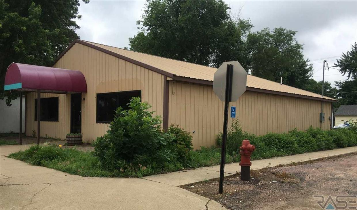 105 N Broadway Ave, Marion, SD 57043