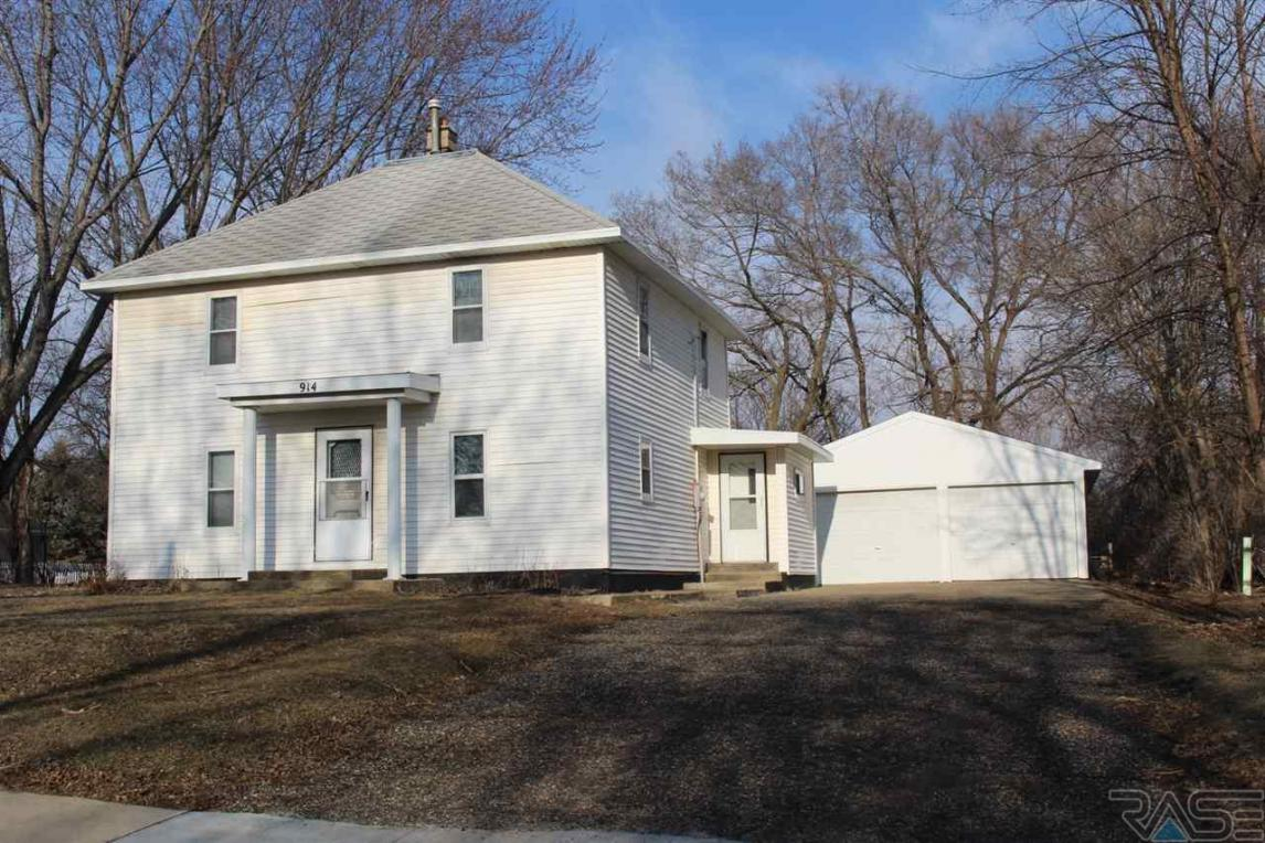 914 West Ave N, Madison, SD 57042