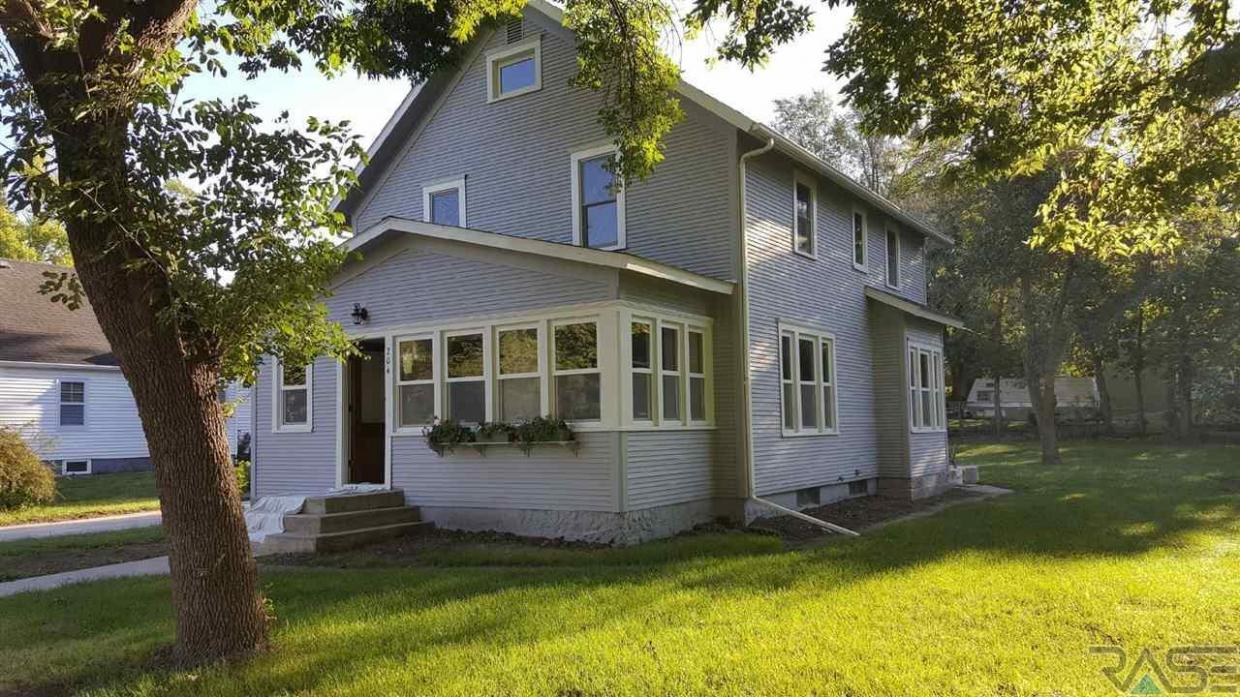 204 S Main Ave, Brandon, SD 57005