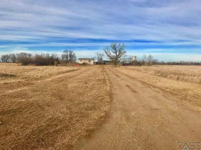 Photo of 44610 260th St, Canistota, SD 57012