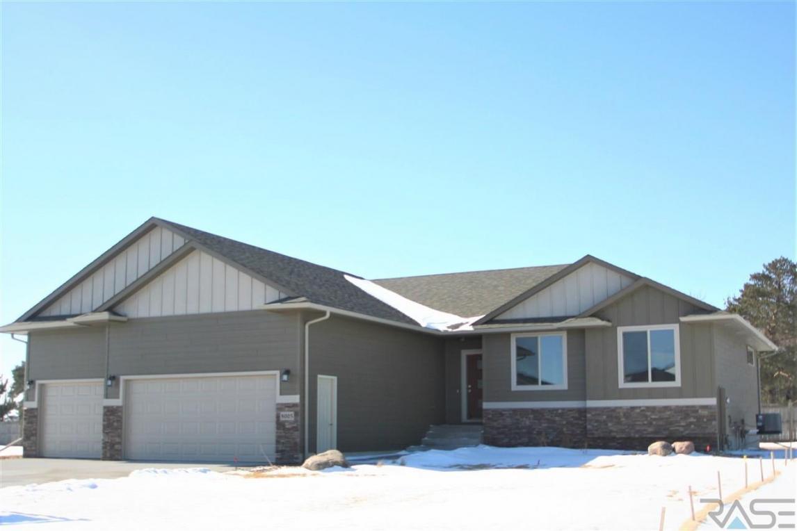 8005 S Brande Acres Cir, Sioux Falls, SD 57108