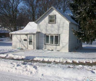 Photo of 513 N Iowa Ave, Dell Rapids, SD 57022