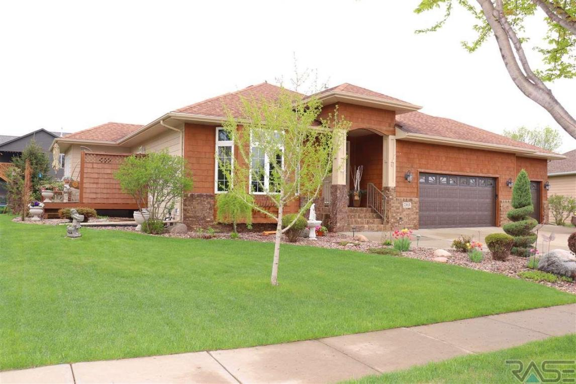 7315 S Russet Dr, Sioux Falls, SD 57108