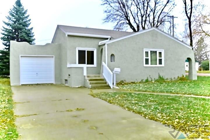 1213 W Sunset Dr, Sioux Falls, SD 57105
