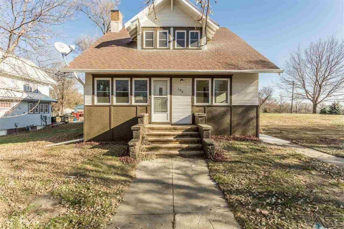 190 Cherry Ave, Parker, SD 57053