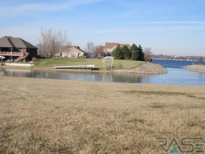 Photo of 210 Linden Dr, Madison, SD 57042