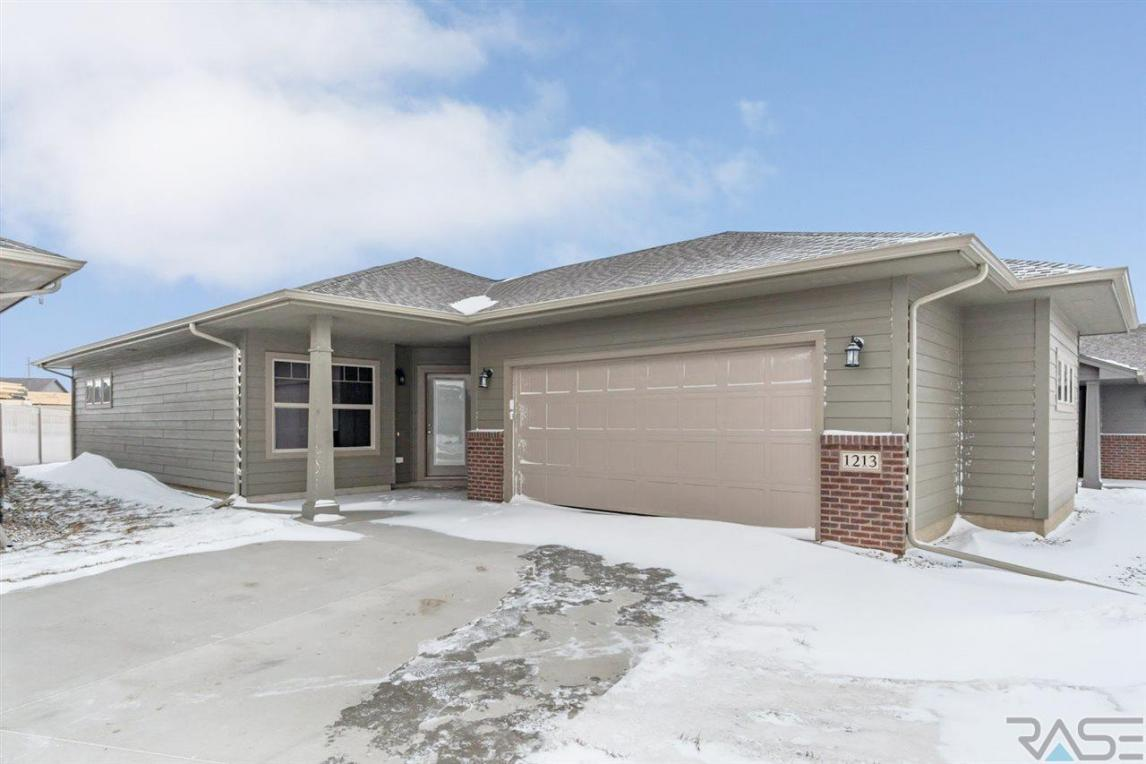 1213 S Wheatland Ave, Sioux Falls, SD 57106