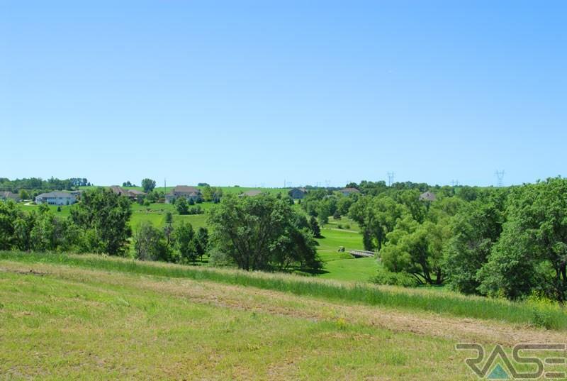 8909 E Palametto Cir, Sioux Falls, SD 57110