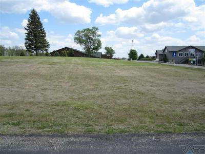 Photo of 2 Lakeview Cir, Wentworth, SD 57075