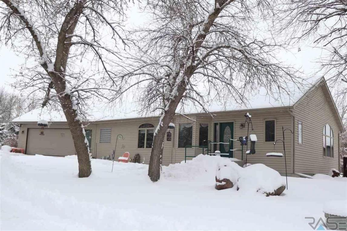 48414 Red Rock Rd, Valley Springs, SD 57068