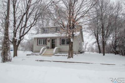Photo of 112 E Rummel Ave, Lennox, SD 57039