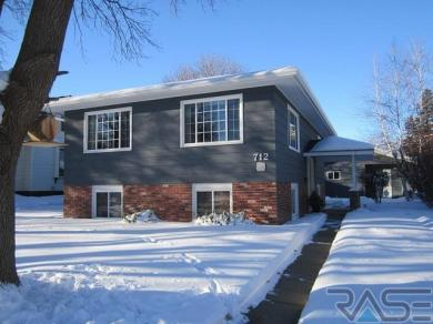712 NW 1st St, Madison, SD 57042
