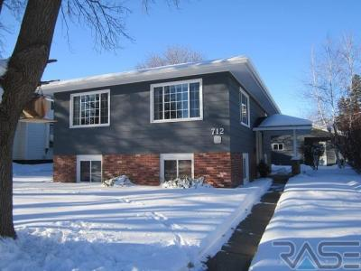 Photo of 712 NW 1st St, Madison, SD 57042