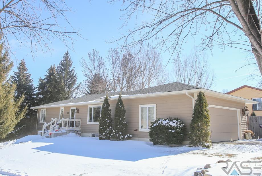 2301 Edgewood Rd, Sioux Falls, SD 57103
