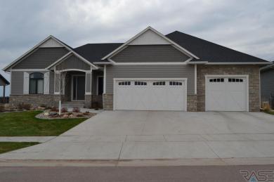 607 S Torrey Pine Ln, Sioux Falls, SD 57110