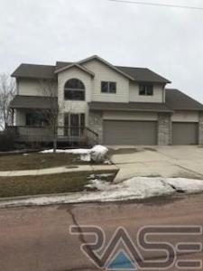 1403 N Clark Ave, Dell Rapids, SD 57022