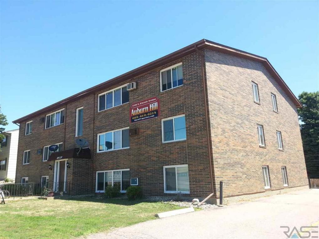 3208 S Kiwanis Ave, Sioux Falls, SD 57105