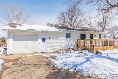 Photo of 133 W 6th St, Parker, SD 57053