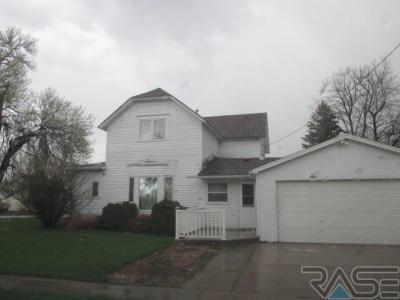 Photo of 201 E 3rd Ave, Lennox, SD 57039