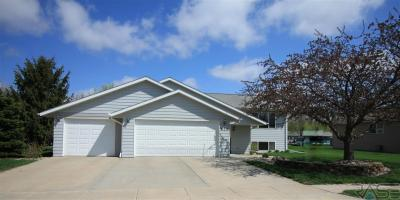 Photo of 820 N 2nd Ave, Lennox, SD 57039