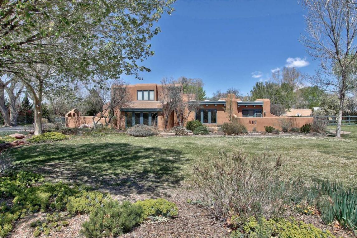 827 El Alhambra Circle NW, Los Ranchos, NM 87107