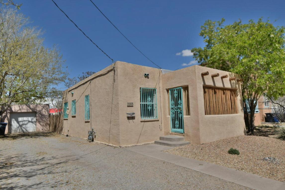 2203 New York Avenue SW, Albuquerque, NM 87104
