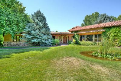 Photo of 5425 Eakes Road NW, Los Ranchos, NM 87107