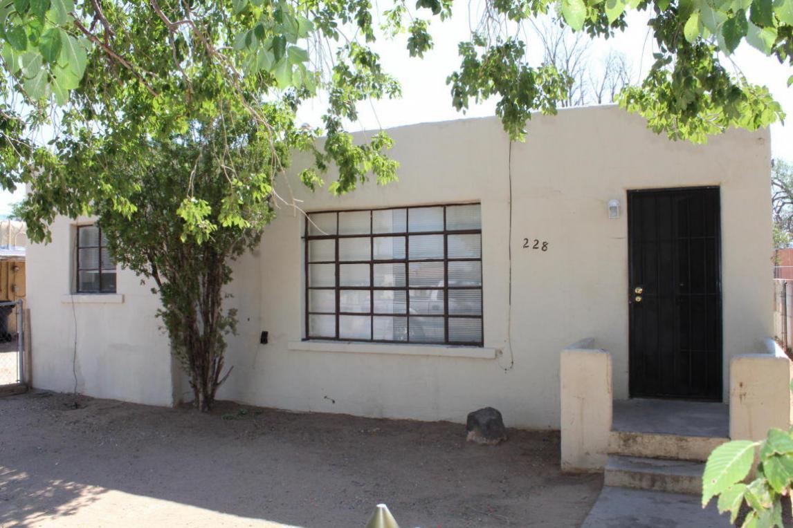 228 Vermont Street NE, Albuquerque, NM 87108