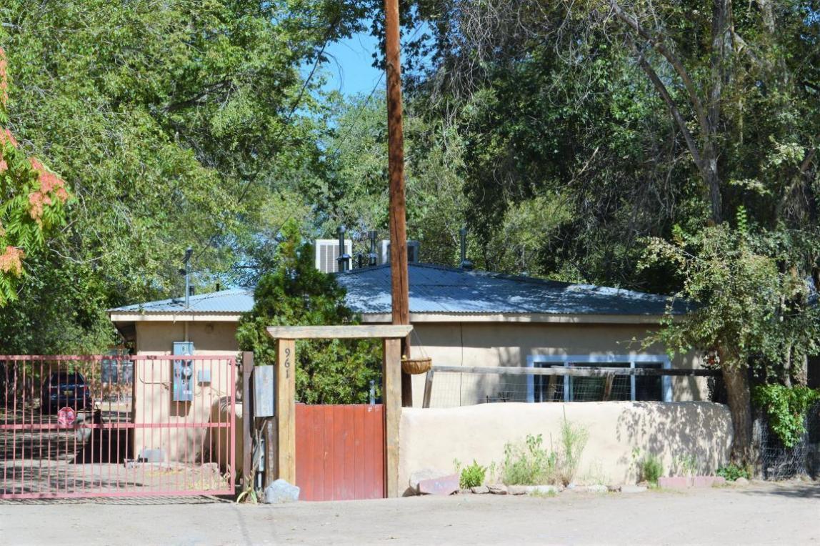 961 San Felipe Road, Bernalillo, NM 87004