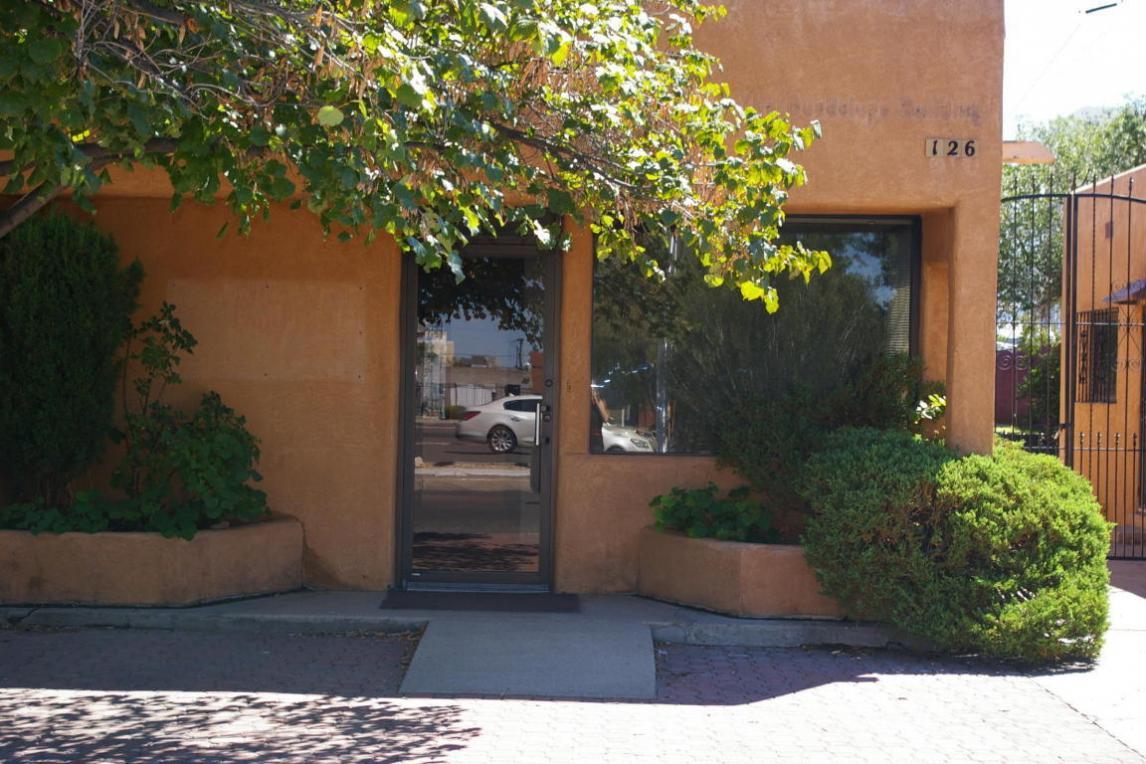 126 Monroe Street NE, Albuquerque, NM 87108