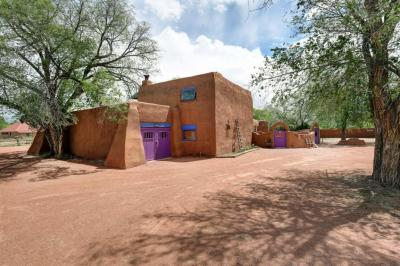 Photo of 250 Moongate Road, Corrales, NM 87048