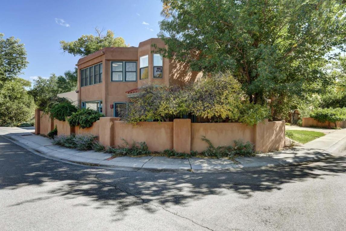 2912 Calle Grande NW, Albuquerque, NM 87104