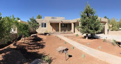 Photo of 411 Manzano Street NE, Albuquerque, NM 87108