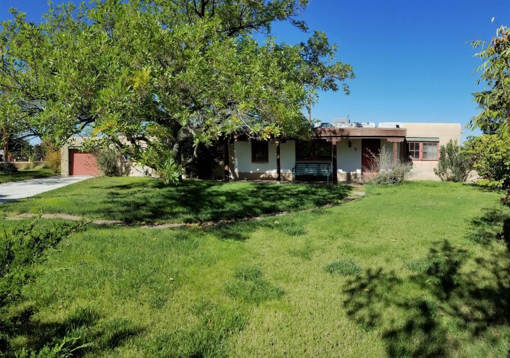 5 Chacon Place NW, Albuquerque, NM 87104